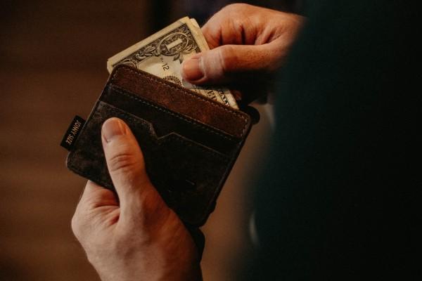 nearly empty wallet - Photo by Allef Vinicius on Unsplash